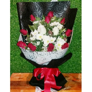 12 Red and White Roses Bouquet